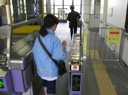 富沢駅の改札